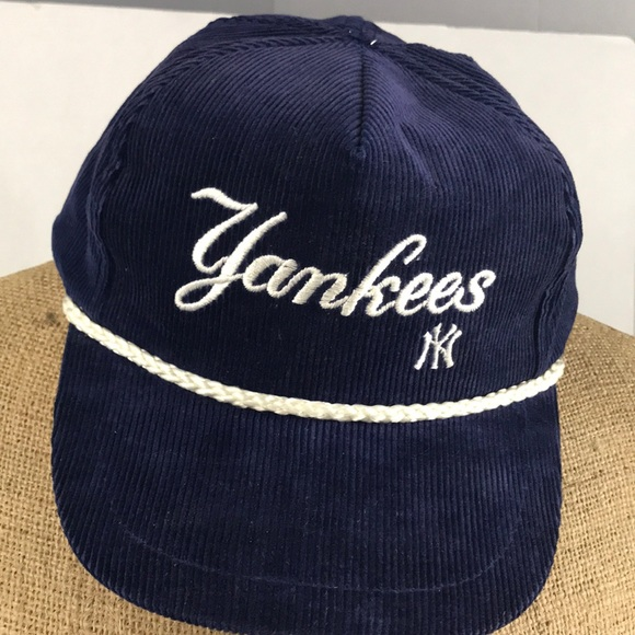 8520be3a537 Vintage New York Yankees corduroy SnapBack hat 🧢.  M 5ac63be9a44dbee103ae6f91